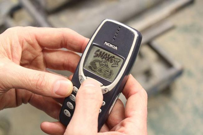 nokia 3310 survived a war and washing machine1 1486707593 - نوكيا 3310 يعود مجدداً بعد ١٧ عام