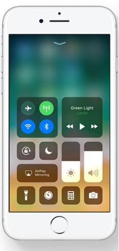 iOS11 Control Centre - تعرف على موعد صدور ومميزات نظامiOS 11 والأجهزة التي سيصلها التحديث
