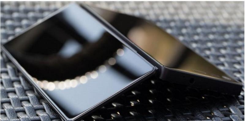 ZTE Axon M With Foldable Screen - ZTE تطلق هاتف Axon M بقوة هاتفين مدمجين في هاتف واحد قابل للطي