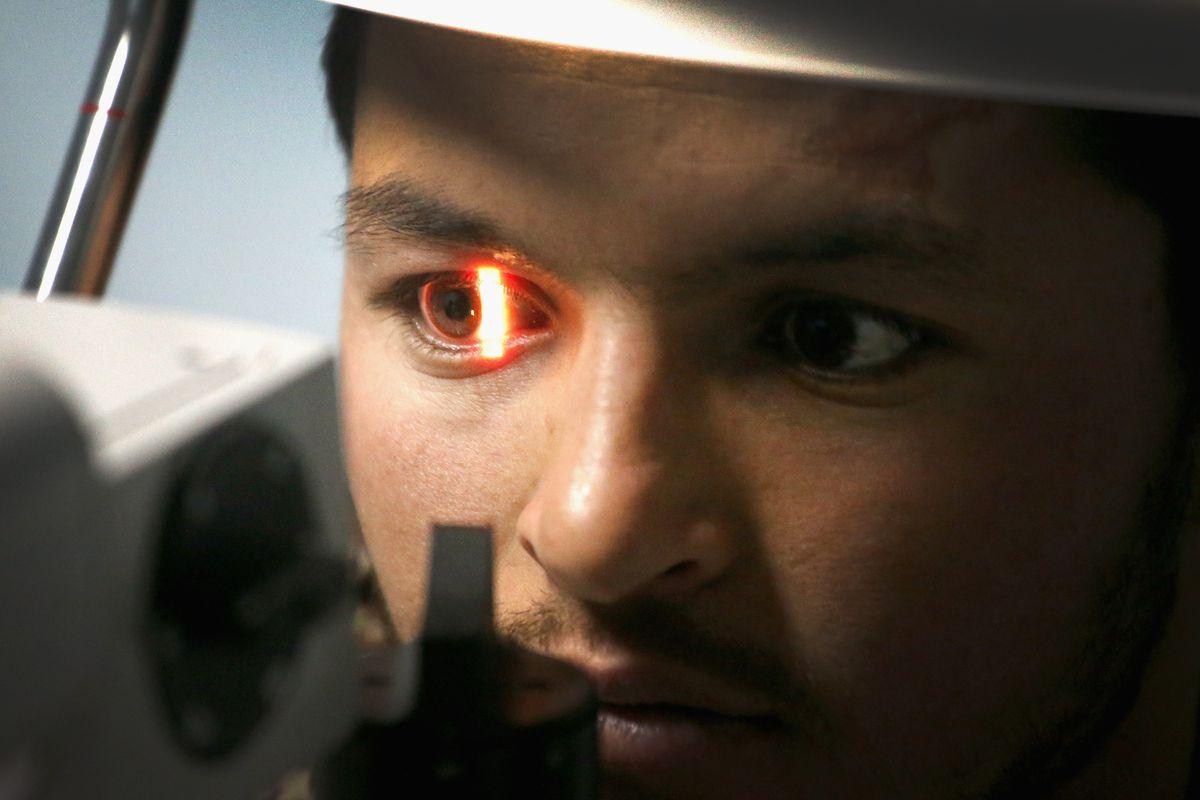 480302297.jpg.0 2 - جوجل تستطيع الكشف عن احتمالية اصابتك بمرض في القلب من خلال صورة للعين