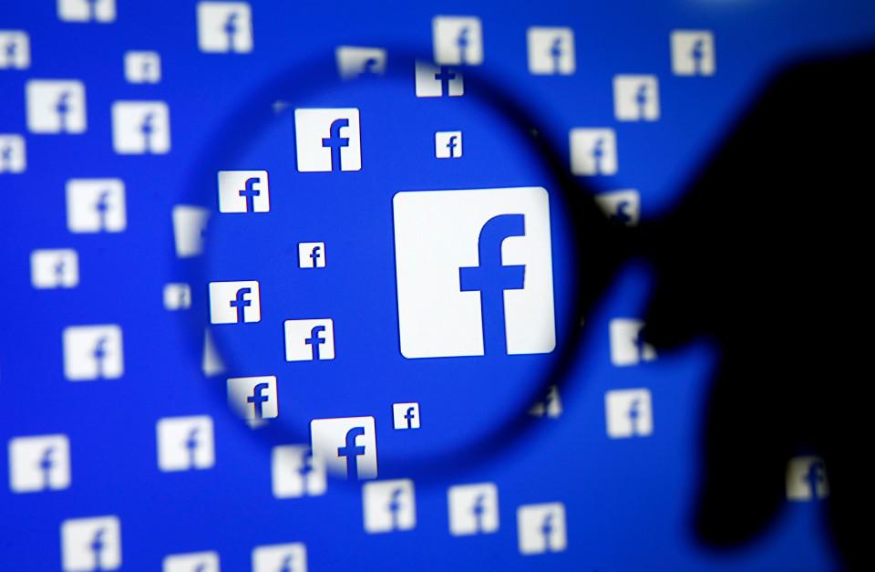 1 15 - تعرف على طريقة تحميل البيانات التي تحفظها فيس بوك عنك و طريقة منع وصول التطبيقات إلى بياناتك