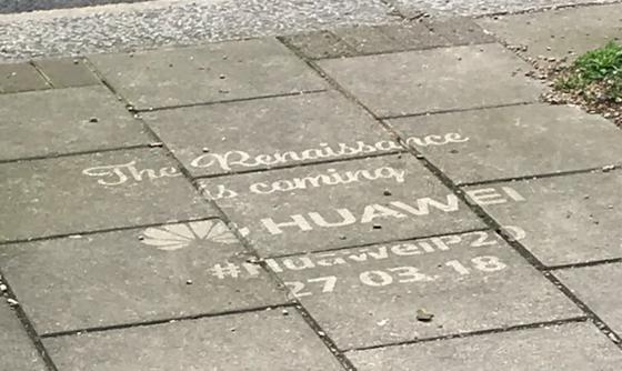 huawei p20 graffiti - هواوي تعمل على منافسة سامسونج وآبل وقامت بنشر إعلانات P20 أمام متاجرهم