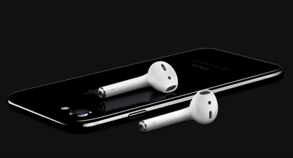 iPhone 7 review 6 e1480498464836 - بهذه الطريقة يمكنك الرفع من مستوى كفاءة صوت سماعات الآيفون
