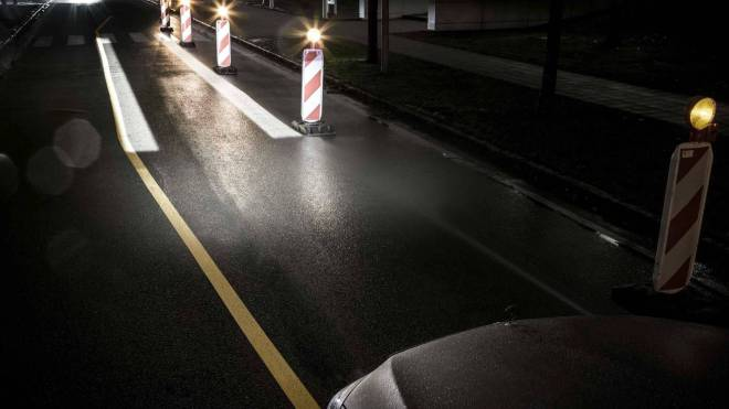 mercedes maybach digital light 3 - الأن مصابيح مرسيدس بإمكانها تجسيد الأشكال على الطريق