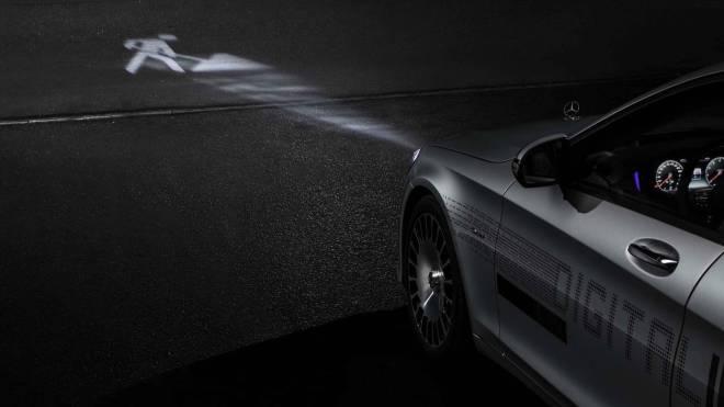 mercedes maybach digital light 4 - الأن مصابيح مرسيدس بإمكانها تجسيد الأشكال على الطريق