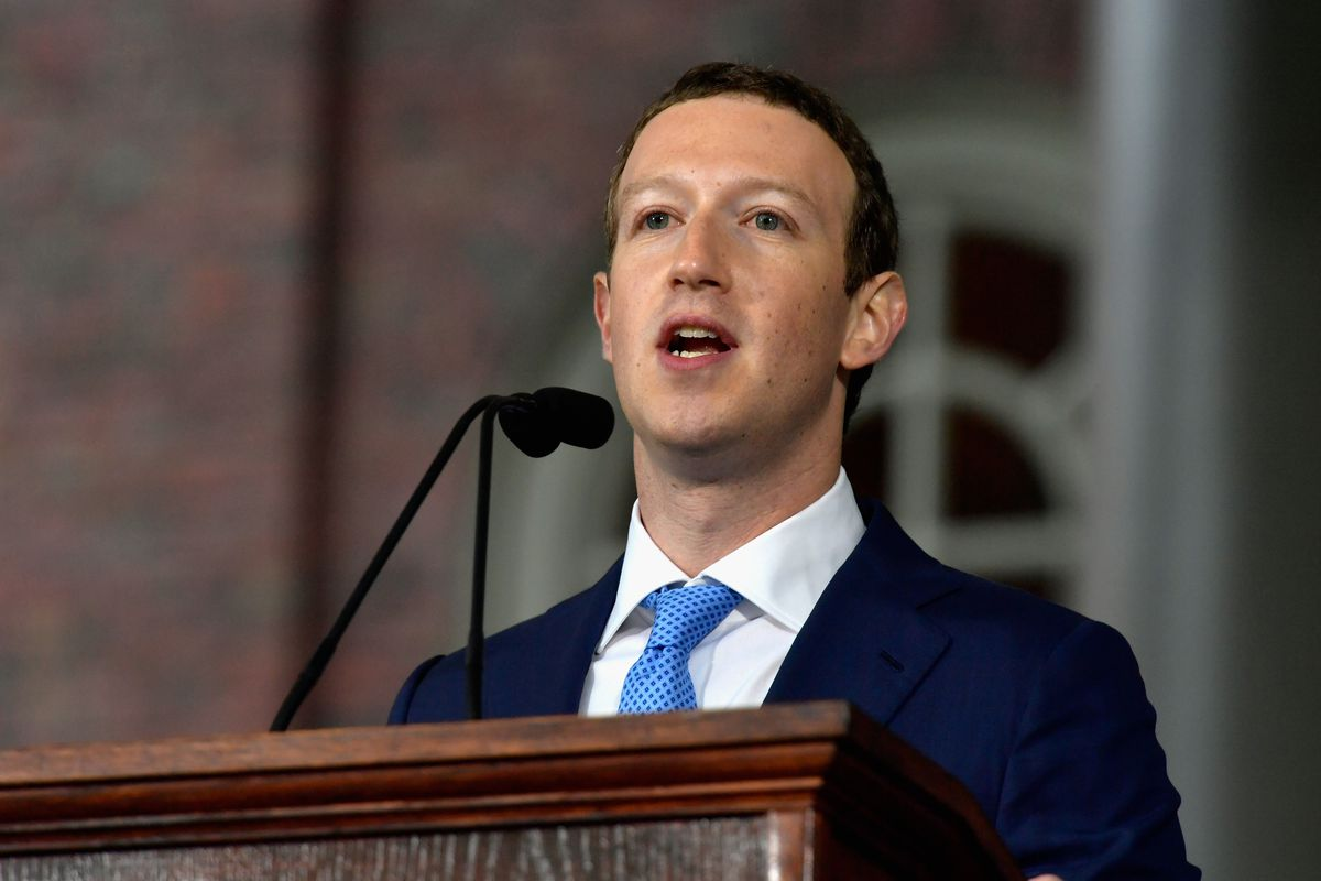 "688399432.jpg.0 - هكذا رد ""مارك زوكربيرغ"" على انتقاد ""تيم كوك"" على فضيحة الخصوصية للفيسبوك"