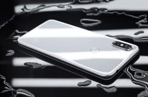 15 08 2018 16 35 34 300x198 - موتورولا تكشف عن جوالها Motorola P30 مع شاشة بحجم 6.2 إنش وبدقة +FullHD