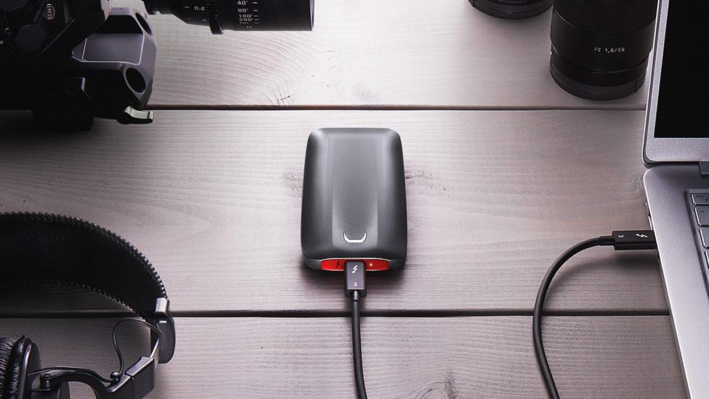 FB1 Driveatlightspeed 081418 1024x576 - سامسونج تكشف رسميًا عن قرص التخزين المتنقل SSD X5 بسرعة نقل هائلة