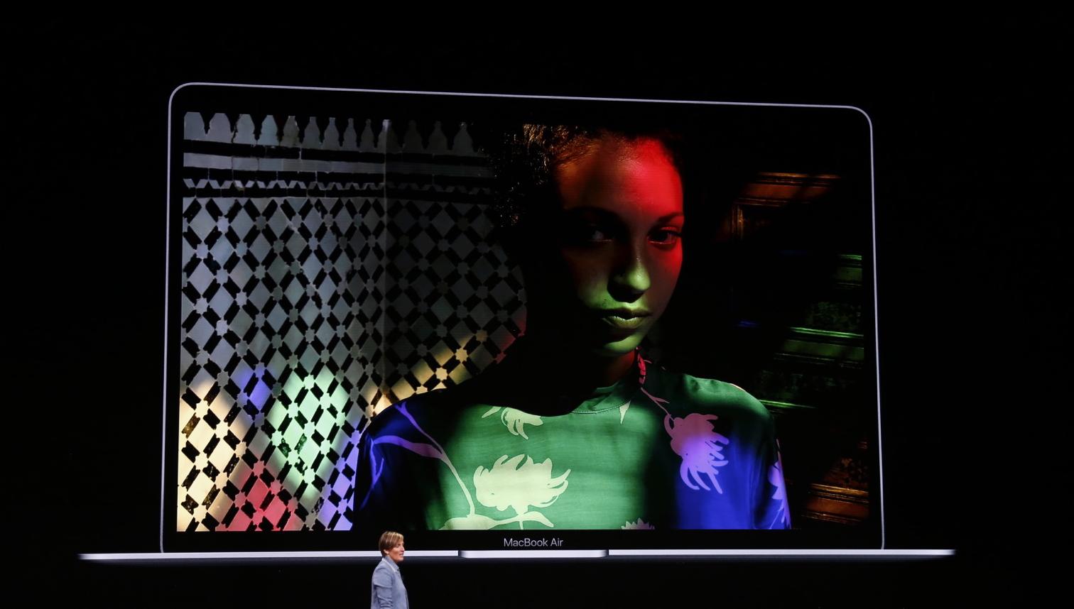 FaceTime macbook air - مؤتمر آبل: آبل تعلن رسمياً عن الجهاز الجديد MacBook Air ببطارية تدوم 13 ساعة
